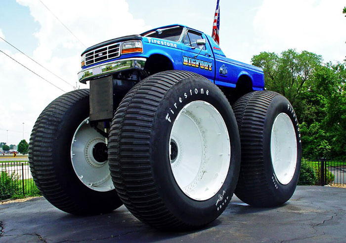 Biggest Truck In The World >> Biggest Monster Truck In The World Is Rolling Over Cars